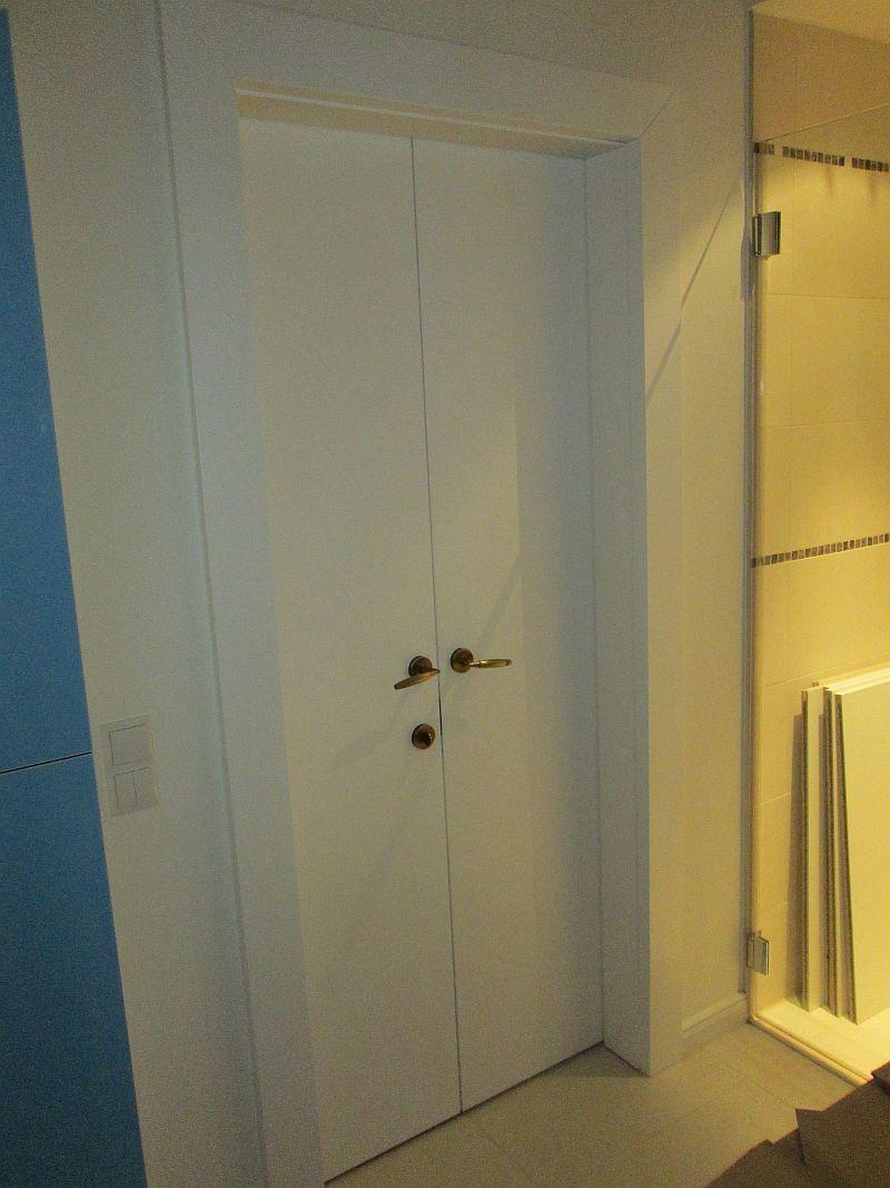 Zweiflügelige Badtür, weiß lackiert, Innenansicht