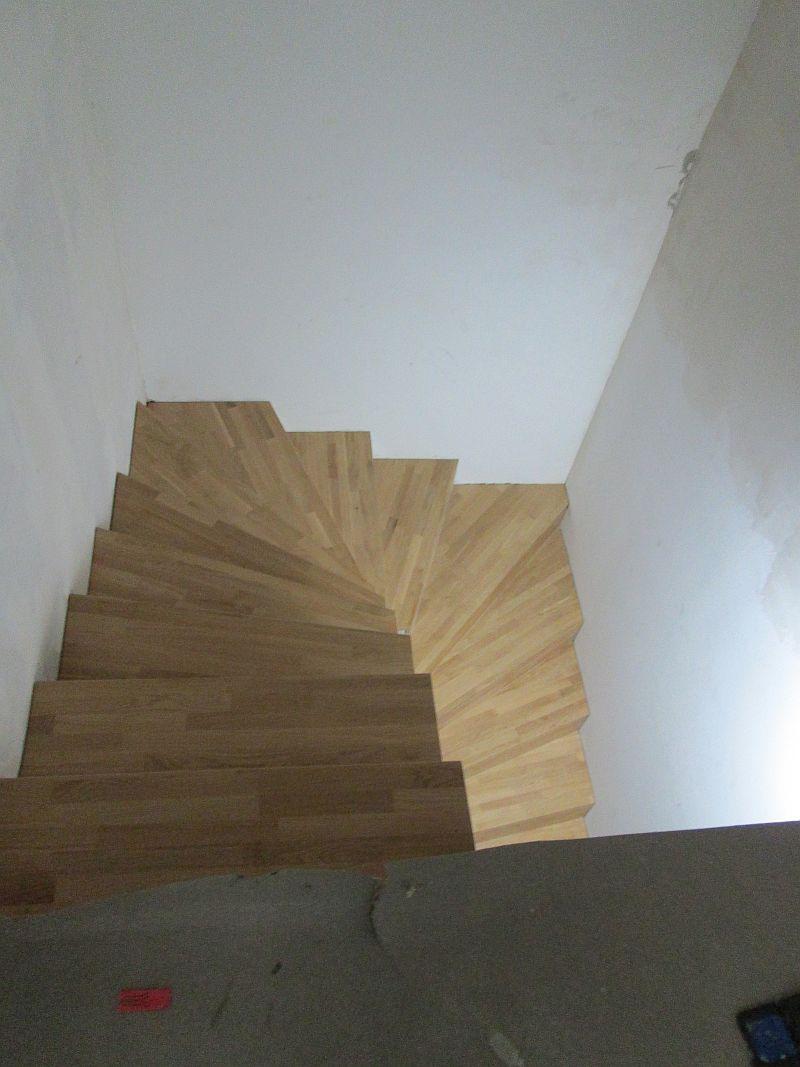 Treppe aus Eichenleimholz, Ansicht von oben