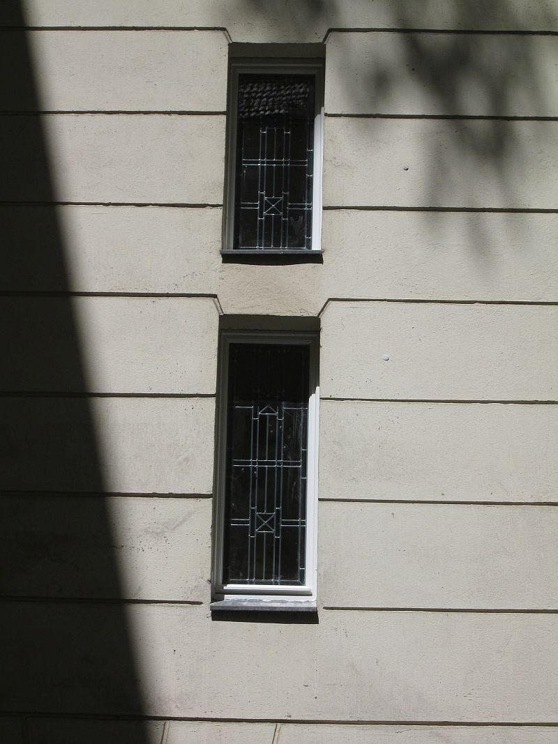 Wir fertigen für Sie neue Fenster mit Bleiverglasung an, wie Sie sie etwa aus Altbauten oder Kirchen her kennen. Herstellung nach Originalvorbild.