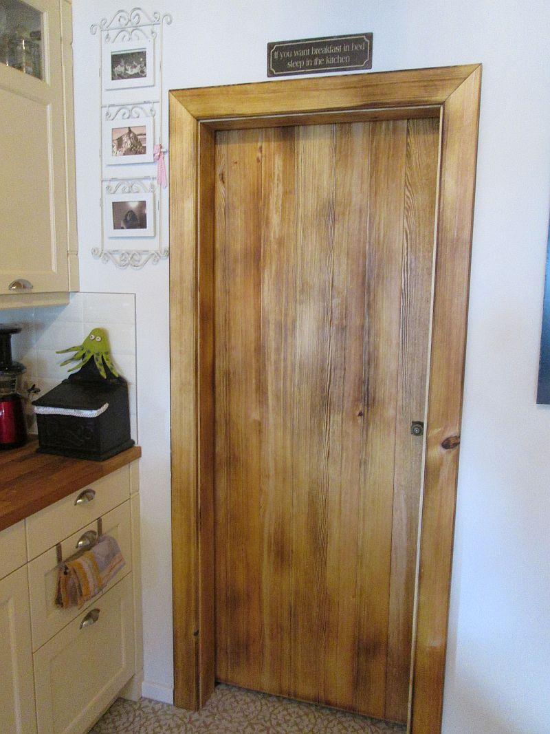Rustikale Schiebetür, passend zur Landhausküche